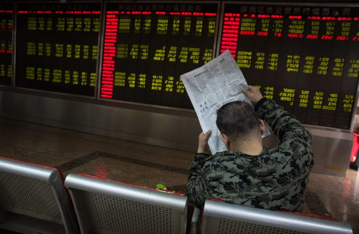 epa06622482 A man reads newspaper next to an electronic board showing the stock index and prices at a securities brokerage in Beijing, China, 23 March 2018. China's market dropped following the new USA policy imposing tariffs on Chinese goods. US President Donald J. Trump on 22 March signed a presidential memorandum targeting what the White House termed 'China's economic aggression'. China is threatening retaliation for the tariffs on $50 billion US dollar (40 billion euro) of Chinese imports, sparking further fears of a trade war.  EPA/ROMAN PILIPEY