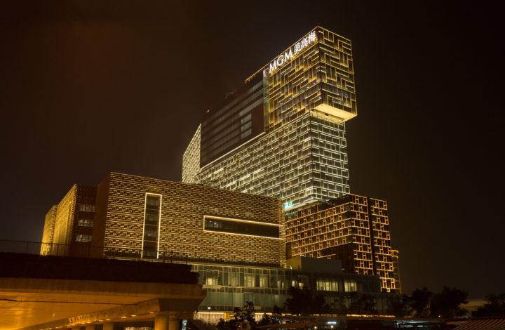 Mais de mil quartos, 125 mesas de jogo, 900 'slot machines' e 300 obras de arte são algumas das características do segundo e novo empreendimento, o casino/resort MGM Cotai, que a MGM vai inaugurar na terça-feira em Macau, China, 12 de fevereiro de 2018. CARMO CORREIA/LUSA