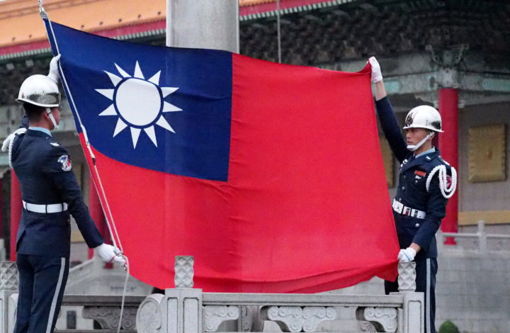 epa07334859 Soldiers hoist Taiwan's national flag at Liberty Square in Taipei, Taiwan, 01 February 2019. China sees Taiwan, which was cut off from China at the end of the Chinese Civil War in 1949, as its breakaway province awaiting reunification with the motherland. Taiwan claims it is a sovereign country and its future must be decided by the 23 million Taiwanese.  EPA/DAVID CHANG