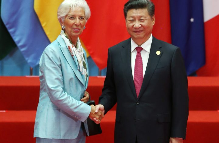 epa05523469 Chinese President Xi Jinping (R) welcomes Managing Director of the International Monetary Fund (IMF) Christine Lagarde (L) for the G20 Summit in Hangzhou, China, 04 September 2016. The G20 Summit is held in Hangzhou on 04 to 05 September.  EPA/HOW HWEE YOUNG