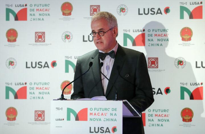 O presidente do conselho de administração da Agência Lusa, Nicolau Santos, intervém durante a Conferência
