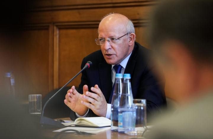 O ministro dos Negócios Estrangeiros, Augusto Santos Silva, fala perante a Comissão de Negócios Estrangeiros e Comunidades Portuguesas, na Assembleia da República, em Lisboa, 12 de junho de 2019. MIGUEL A. LOPES/LUSA