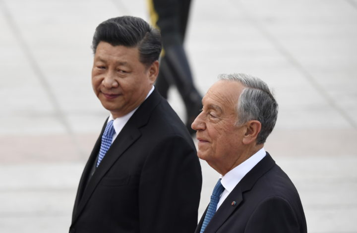 epa07536363 Portugal's President Marcelo Rebelo de Sousa (R) and China's President Xi Jinping (L) walk together during a welcome ceremony at the Great Hall of the People in Beijing, China, 29 April 2019.  EPA/MADOKA IKEGAMI / POOL