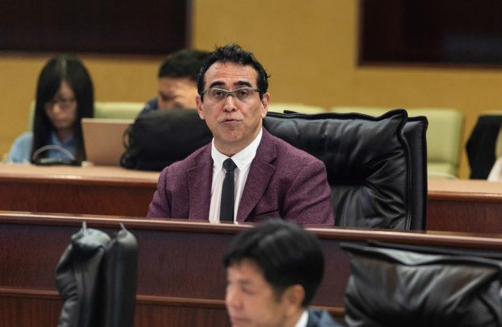 O deputado José Pereira Coutinho, intervém durante a Assembleia Legislativa de Macau, China, 23 de abril de 2019. A discussão do projeto de lei foi rejeitada com 26 votos contra e quatro a favor. TATIANA LAGE / LUSA